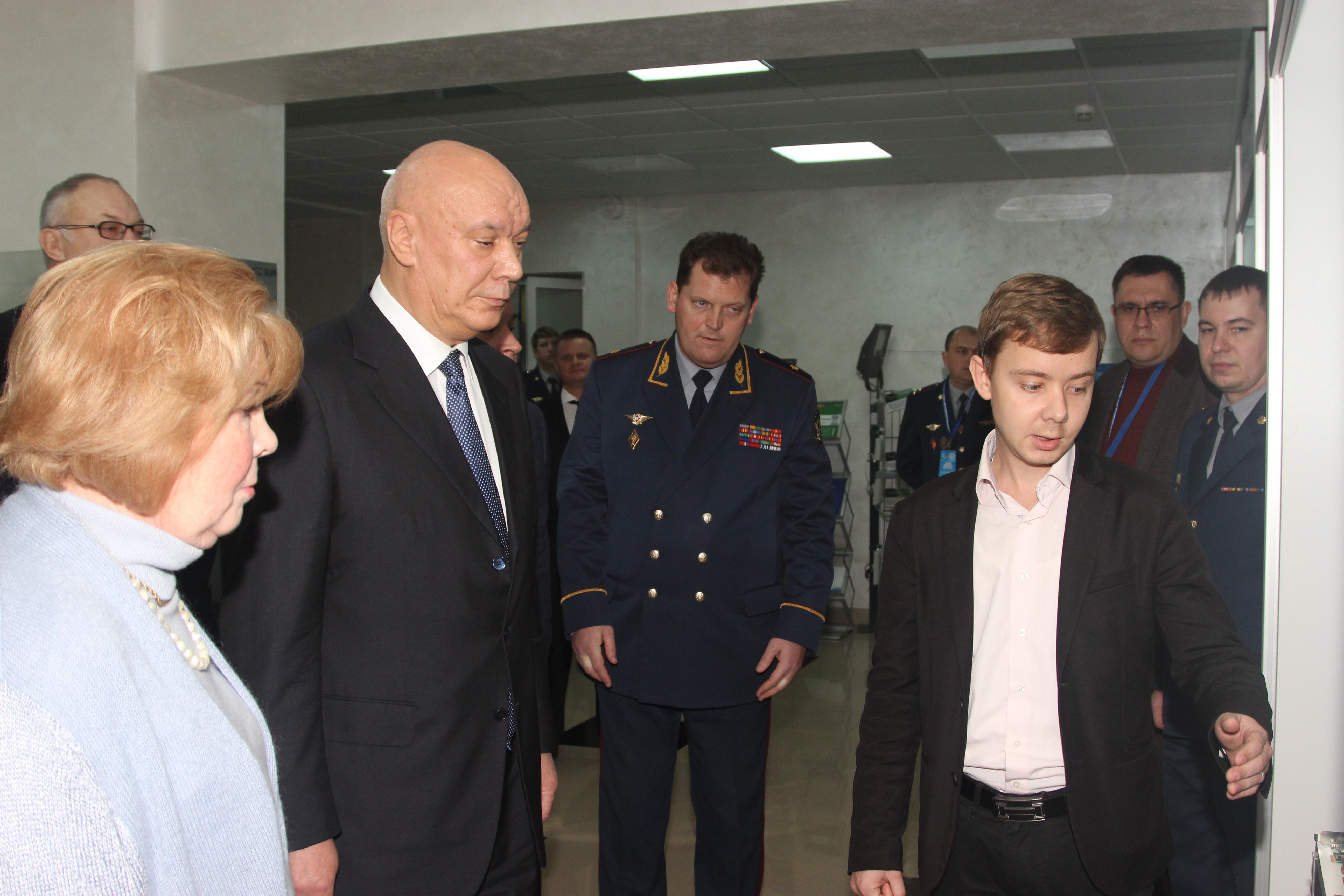 Антон Аносов презентует продукцию ОКБ САПР